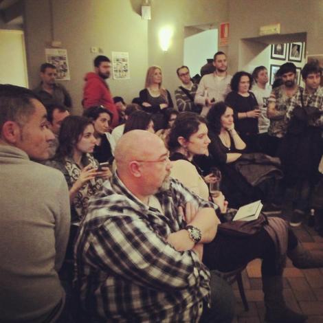 Vista del público en el interior del Café Unión durante la presentación.